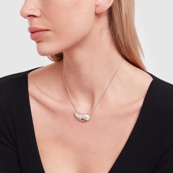 Sophie Buhai Medium Oyster Necklace